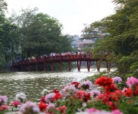 Huc Bridge no Lago Hoan Kiem